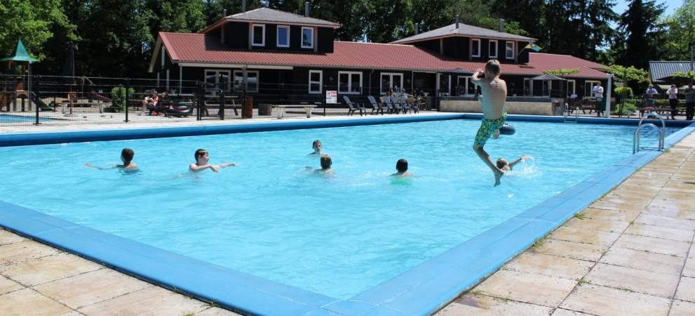Camping de zandhegge in emst camping op de veluwe zandhegge - Zwembad arrangement ...